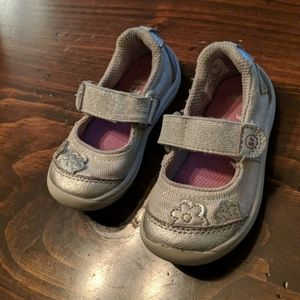 Stride Rite 5 Silver Mary Jane Sneakers